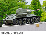 Купить «Памятник танкистам. Танк Т-34-85. Калининград (ранее Кёнигсберг), Россия», фото № 7486265, снято 23 мая 2015 г. (c) Сергей Трофименко / Фотобанк Лори