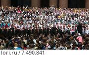 Купить «Концерт сводного хора Санкт-Петербурга с 3000 участников, посвященный Дню славянской письменности и культуры, на Исаакиевской площади города Санкт Петербурга, Россия», видеоролик № 7490841, снято 29 мая 2015 г. (c) Николай Винокуров / Фотобанк Лори