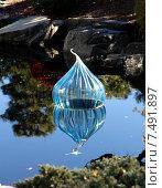 Ботанический сад.  Денвер. США. Прозрачный стеклянный шар на пруду (2014 год). Редакционное фото, фотограф Корчагина Полина / Фотобанк Лори