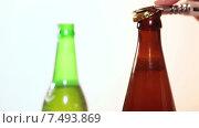 Купить «Темная и зеленая бутылки пива на столе и рука с открывалкой», видеоролик № 7493869, снято 19 мая 2015 г. (c) Кекяляйнен Андрей / Фотобанк Лори