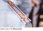 Купить «Погон офицера полиции России на парадной рубашке», фото № 7494625, снято 20 февраля 2019 г. (c) FotograFF / Фотобанк Лори