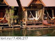 Плавучий отель на реке Квай. Таиланд (2015 год). Редакционное фото, фотограф Евгений Андреев / Фотобанк Лори