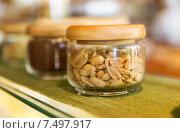 Купить «close up of jars with peanuts at grocery store», фото № 7497917, снято 15 февраля 2015 г. (c) Syda Productions / Фотобанк Лори