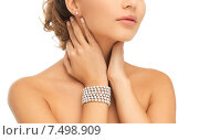 Купить «beautiful woman with pearl earrings and bracelet», фото № 7498909, снято 17 марта 2013 г. (c) Syda Productions / Фотобанк Лори