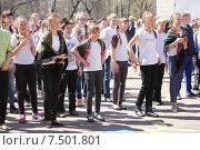 Флешмоб во дворе школы (2015 год). Редакционное фото, фотограф Копылова Ольга Васильевна / Фотобанк Лори