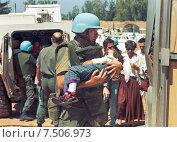 Купить «French UN soldiers evacuate the injured, Sarajevo, Bosnia and Herzegovina», фото № 7506973, снято 17 августа 1993 г. (c) Caro Photoagency / Фотобанк Лори