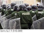 Купить «Police use in neo-Nazi demonstration in Kiel», фото № 7510089, снято 29 января 2005 г. (c) Caro Photoagency / Фотобанк Лори