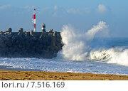 Купить «Маяк в Назаре Португалия и атлантический океан», фото № 7516169, снято 29 декабря 2013 г. (c) Татьяна Кахилл / Фотобанк Лори