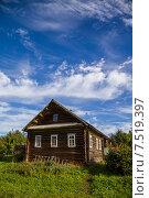 Купить «Дом в деревне», фото № 7519397, снято 23 августа 2013 г. (c) Георгий Солодко / Фотобанк Лори
