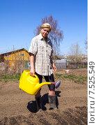 Купить «Женщина поливает грядки из желтой садовой лейки», фото № 7525549, снято 12 мая 2013 г. (c) Евгений Ткачёв / Фотобанк Лори