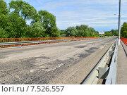 Купить «Автомобильный мост через реку Клязьму (Шапкин мост). Королев, Московской области», эксклюзивное фото № 7526557, снято 2 июня 2015 г. (c) lana1501 / Фотобанк Лори