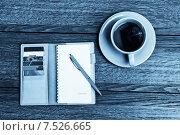 Купить «Чашка чая, органайзер и ручка», фото № 7526665, снято 16 апреля 2015 г. (c) Валерия Потапова / Фотобанк Лори