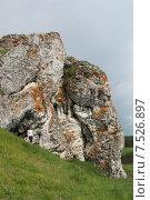 Уральские горы. Скалы на берегу реки Чусовая (2015 год). Стоковое фото, фотограф Андрей / Фотобанк Лори