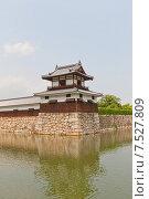 Купить «Башня Тайко Ягура замка Хиросима (Замок Карпа). Национальный исторический объект. Построен в 1591, разрушен атомной бомбой 1945 г., реконструирован в 1958 г.», фото № 7527809, снято 20 мая 2015 г. (c) Иван Марчук / Фотобанк Лори