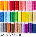 Купить «Разноцветные катушки ниток на белом фоне», фото № 7528341, снято 6 июня 2015 г. (c) Наталия Пыжова / Фотобанк Лори