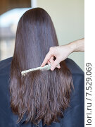 Купить «hand with comb combing woman hair at salon», фото № 7529069, снято 15 февраля 2015 г. (c) Syda Productions / Фотобанк Лори