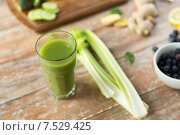close up of fresh green juice glass and celery. Стоковое фото, фотограф Syda Productions / Фотобанк Лори