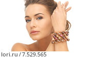 Купить «woman wearing bracelet with beads», фото № 7529565, снято 17 марта 2013 г. (c) Syda Productions / Фотобанк Лори
