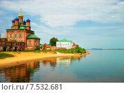 Старинная церковь на берегу реки (2014 год). Стоковое фото, фотограф Ирина Нуртдинова / Фотобанк Лори
