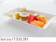 Купить «plate of fresh juicy fruit dessert at restaurant», фото № 7533781, снято 21 февраля 2015 г. (c) Syda Productions / Фотобанк Лори