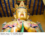 Купить «Будда Майтрейя. Верхняя  часть (бюст) гигантской статуи в монастыре Намгьял Тсемо (Namgyal Tsemo) в г.Лех (Leh) в Ладакхе, северная Индия.», фото № 7535637, снято 20 июня 2012 г. (c) Олег Иванов / Фотобанк Лори