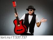 Купить «Man wearing sunglasses and playing guitar», фото № 7537737, снято 5 мая 2015 г. (c) Elnur / Фотобанк Лори
