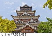 Купить «Донжон замка Хиросима (Замок Карпа). Национальный исторический объект. Построен в 1591, разрушен атомной бомбой 1945 г., реконструирован в 1958 г.», фото № 7539689, снято 20 мая 2015 г. (c) Иван Марчук / Фотобанк Лори