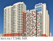 Купить «Московские стройки. Строительство жилого комплекса Life-Митинская Ecopark», фото № 7546169, снято 7 июня 2015 г. (c) Валерия Попова / Фотобанк Лори