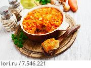 Купить «Рыба под маринадом из овощей в форме для запекания на обеденном столе», фото № 7546221, снято 11 июня 2015 г. (c) Надежда Мишкова / Фотобанк Лори