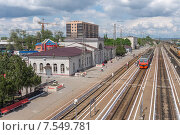 Купить «Вид на железнодорожный вокзал с переходного моста г.Батайск Ростовской области», фото № 7549781, снято 10 мая 2015 г. (c) Ольга Алексеенко / Фотобанк Лори