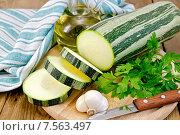Купить «Кабачок зеленый полосатый с чесноком и маслом на доске», фото № 7563497, снято 31 июля 2013 г. (c) Резеда Костылева / Фотобанк Лори