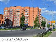 Купить «Многоквартирный жилой дом. Саввинское шоссе, 4, корп.2. Город Балашиха (бывший Железнодорожный). Московская область», эксклюзивное фото № 7563597, снято 4 июня 2015 г. (c) lana1501 / Фотобанк Лори