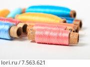 Купить «Катушки с разноцветными нитками», эксклюзивное фото № 7563621, снято 14 июня 2015 г. (c) Яна Королёва / Фотобанк Лори