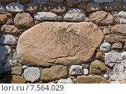 Купить «Огромный камень Канбэ-иси в стене замка Имабари, о. Сикоку, Япония. Назван в честь Канбэ Ватанабэ, руководившего строительством», фото № 7564029, снято 21 мая 2015 г. (c) Иван Марчук / Фотобанк Лори