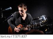 Купить «Man playing guitar in dark room», фото № 7571837, снято 18 февраля 2013 г. (c) Elnur / Фотобанк Лори