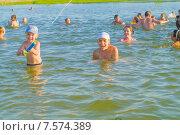 Дети купаются в озере (2015 год). Редакционное фото, фотограф Ivan Dubenko / Фотобанк Лори