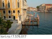 Причал у института искусства в Венеции, Гранд-канал (2015 год). Стоковое фото, фотограф Tanya  Polevaya / Фотобанк Лори