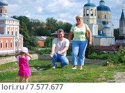 Купить «Бабушка и дедушка с внучкой на фоне церкви», эксклюзивное фото № 7577677, снято 23 июля 2009 г. (c) Юрий Морозов / Фотобанк Лори