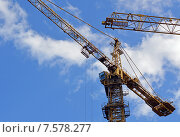 Купить «Башенный кран на фоне неба. Фрагмент», фото № 7578277, снято 4 июня 2015 г. (c) Александр Замараев / Фотобанк Лори