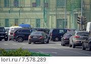 Купить «Автомобильная пробка на перекрестке в центре Москвы», фото № 7578289, снято 27 мая 2015 г. (c) Александр Замараев / Фотобанк Лори