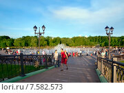 """Купить «Москва. Парк """"Царицыно"""". Вид на фонтан с мостика», эксклюзивное фото № 7582573, снято 12 июня 2015 г. (c) Татьяна Белова / Фотобанк Лори"""