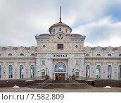 Купить «Фасад железнодорожного вокзала в Ижевске», эксклюзивное фото № 7582809, снято 23 ноября 2014 г. (c) Сергей Лаврентьев / Фотобанк Лори