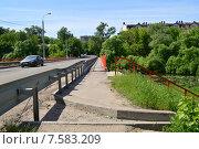 Купить «Автомобильный мост через реку Клязьму (Шапкин мост). Королев, Московской области», эксклюзивное фото № 7583209, снято 2 июня 2015 г. (c) lana1501 / Фотобанк Лори