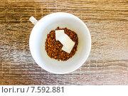 Чашка молотого кофе с сахаром рафинадом. Стоковое фото, фотограф Александр Чернецов / Фотобанк Лори