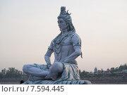 Купить «Статуя божества Шивы на берегу Ганги (Ришикеш, Индия)», фото № 7594445, снято 11 мая 2012 г. (c) Александр Шутов / Фотобанк Лори