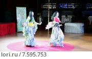 Купить «Зажигательный цыганский танец на Belly Lady Festival 2015 (Киев, Украина)», видеоролик № 7595753, снято 7 июня 2015 г. (c) FMRU / Фотобанк Лори
