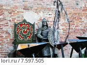Купить «Металлическая фигура древнего дружинника. Великий Новгород», фото № 7597505, снято 2 июня 2015 г. (c) Зезелина Марина / Фотобанк Лори
