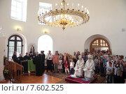 Купить «Великое освящение Христорождественского храма села Щеглятьево, литургия», эксклюзивное фото № 7602525, снято 14 июня 2015 г. (c) Дмитрий Неумоин / Фотобанк Лори