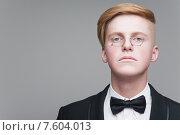 Купить «Молодой мужчина в пенсне», фото № 7604013, снято 24 апреля 2015 г. (c) Дмитрий Булин / Фотобанк Лори