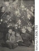 Новогодняя ёлка в московской семье. Старая фотография. Редакционное фото, фотограф Ершова Елена / Фотобанк Лори